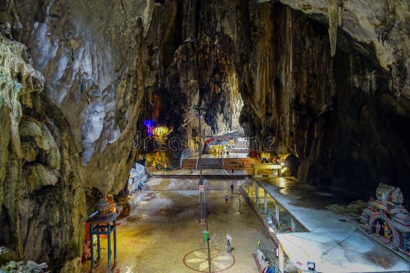 Caverne di Batu, una collina del calcare con le grandi e piccole caverne e tempie della caverna e un santuario indù molto popolar fotografie stock libere da diritti