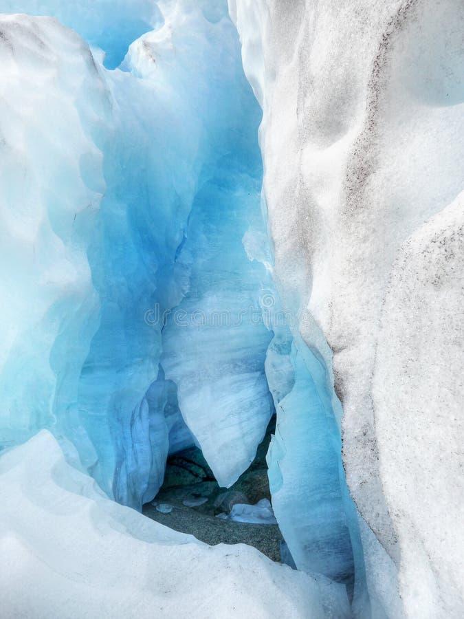 Caverne di ghiaccio antartiche, ghiacciaio blu fotografia stock libera da diritti