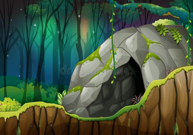 Caverne en pierre dans la forêt foncée illustration libre de droits