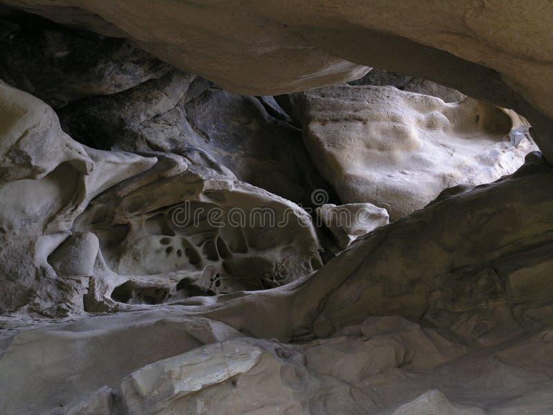 Caverne illuminée par le soleil photos stock