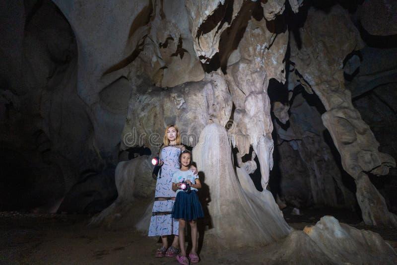 Caverne souterraine foncée d'A-rawan, Phare, Thaïlande images libres de droits