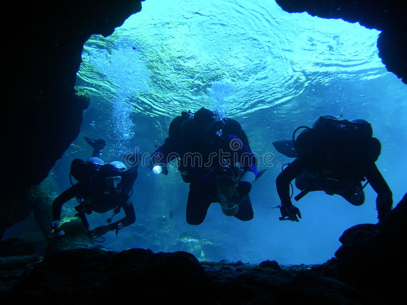 Caverne subacquee d'esplorazione - 4 immagine stock