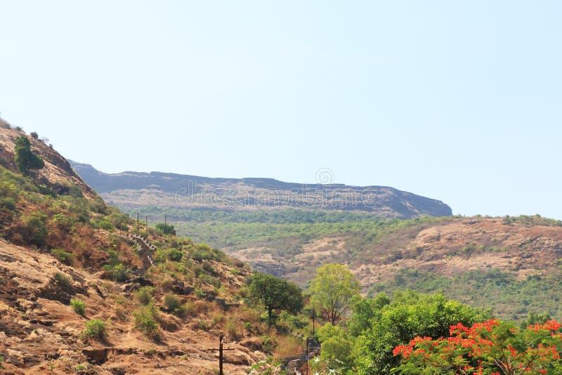 Cavernes de Karla et Inde de montagne image stock