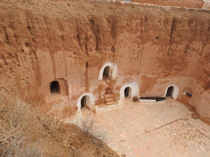 Cavernes souterraines de troglodytes des Berbers dans le désert du Sahara, Matmata, Tunisie, Afrique, un temps clair photographie stock libre de droits