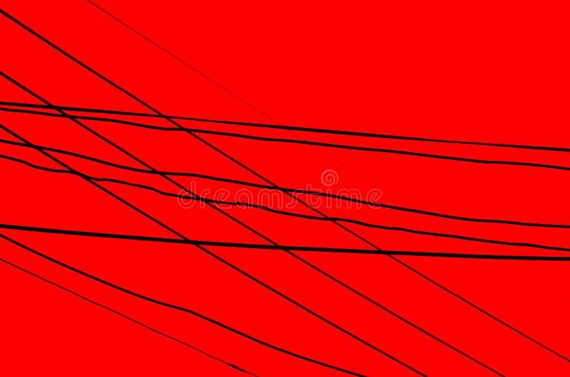 Cavi attraversati sopra un fondo rosso scuro fotografia stock libera da diritti