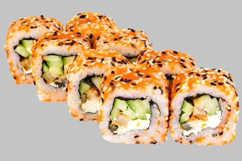 Caviar de Philadelphie Osaka Roll Eel Sesame Cucumber Masago de sushi avec du fromage de Philadelphie photographie stock libre de droits