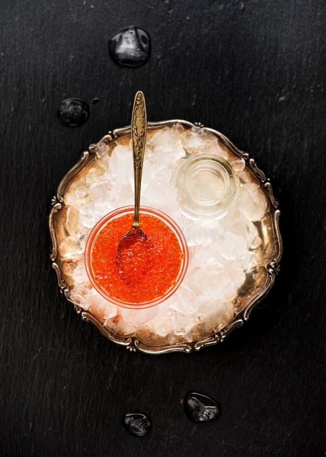 Caviar rojo en el hielo foto de archivo libre de regalías