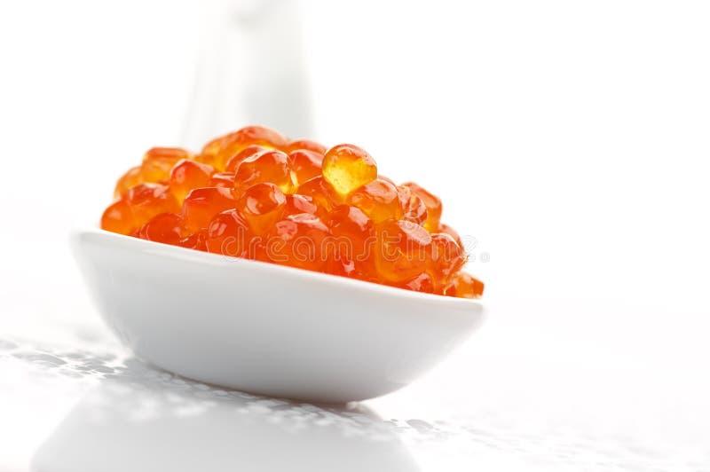 Caviar Salmon na colher imagens de stock