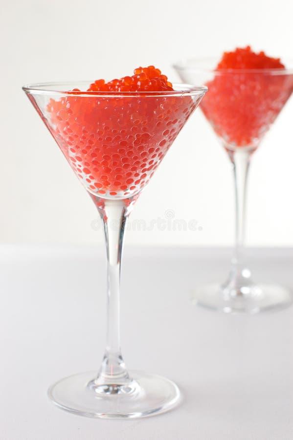 Caviar vermelho nos cálices de vidro imagem de stock