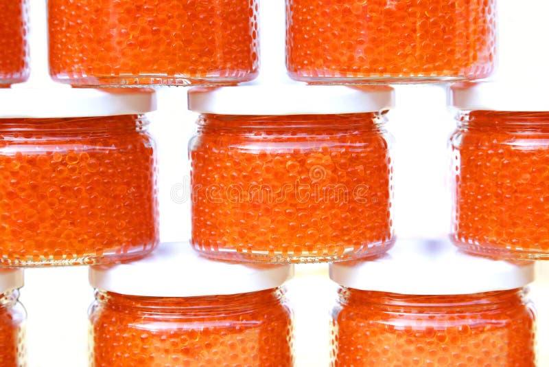 Caviar vermelho nos frascos de vidro imagem de stock royalty free