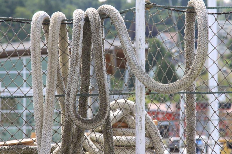 Cavo della corda sul recinto fotografie stock