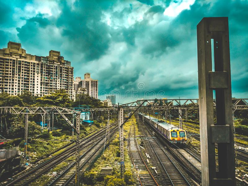 Cavo di sicurezza della ferrovia locale di Mumbai immagini stock