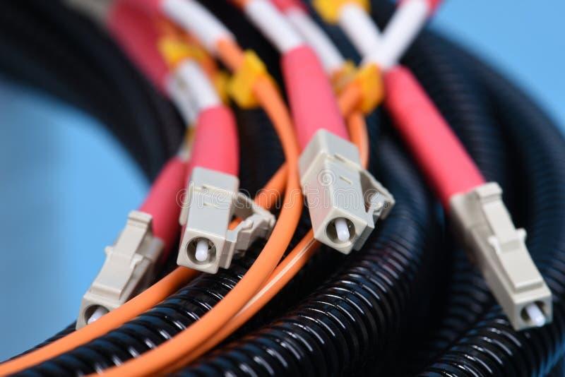 Cavo di toppa di fibra ottica misto con i connettori immagine stock libera da diritti