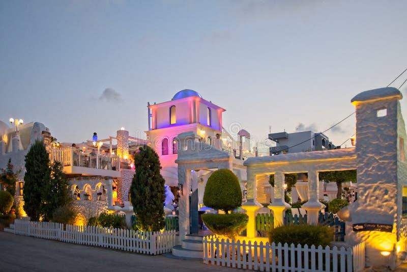Cavo tango, italiensk restaurang i ixia-/Ialyssos Rhodes Greece sikt från gatan arkivfoto