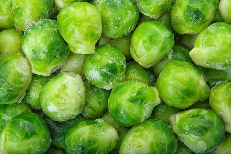 Cavoletti di Bruxelles congelati come fondo Conservazione di verdure fotografia stock libera da diritti