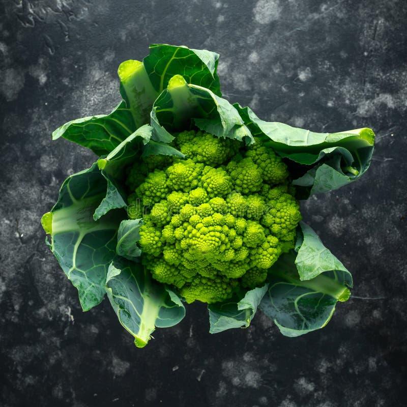 Cavolfiore organico fresco dei broccoli di romanesco immagine stock libera da diritti