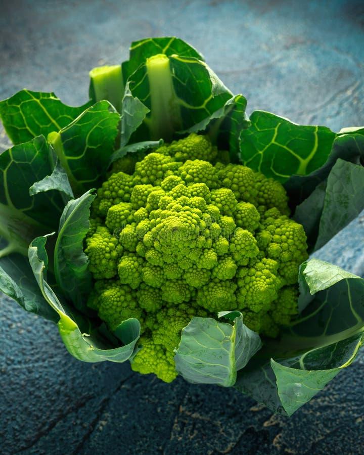 Cavolfiore organico fresco dei broccoli di romanesco immagini stock libere da diritti