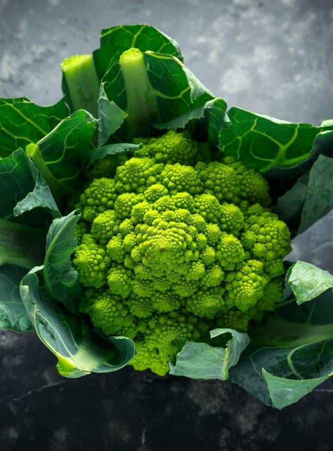 Cavolfiore organico fresco dei broccoli di romanesco fotografie stock libere da diritti