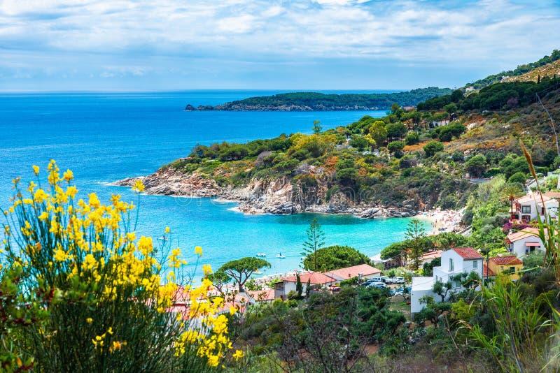 Cavoli海滩,厄尔巴岛海岛,托斯卡纳,意大利看法  图库摄影