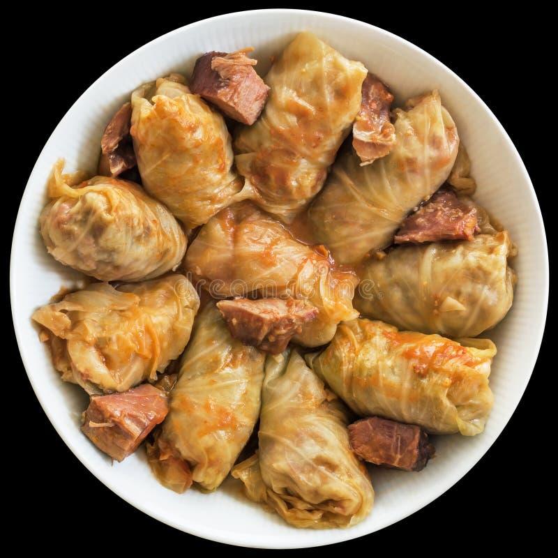 Cavolo Rolls farcito con carne tritata cucinata in salsa al pomodoro servita in ciotola della porcellana isolata su fondo nero immagini stock libere da diritti