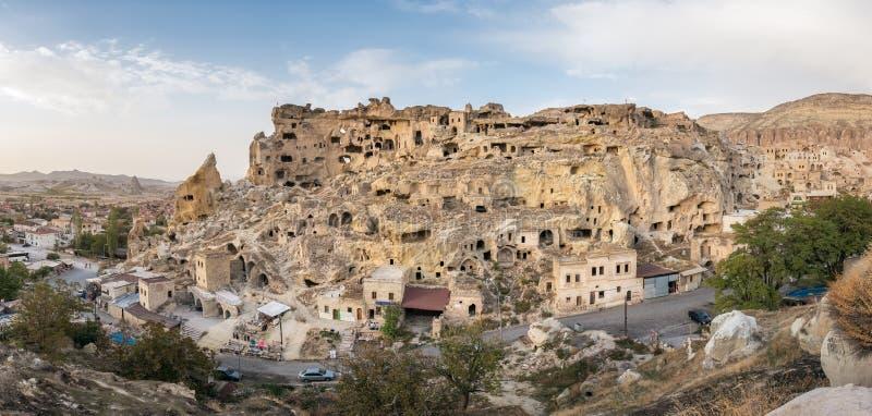 Cavusin堡垒和教会Vaftizci亚赫亚,圣约翰浸礼会教友在卡帕多细亚,土耳其 库存图片