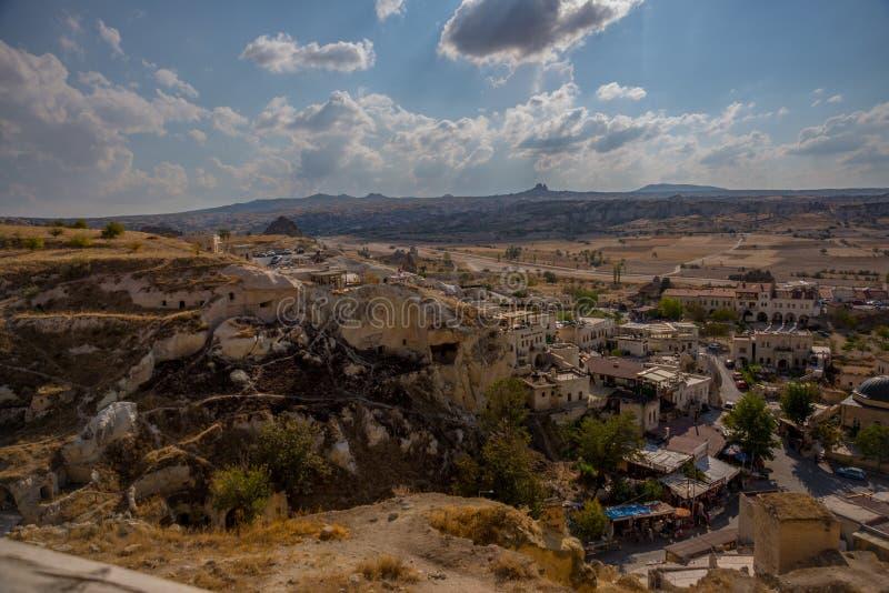 CAVUSIN, ΤΟΥΡΚΙΑ: Άποψη από το φρούριο στο χωριό Cavusin κοντά σε Goreme σε Cappadocia στοκ φωτογραφία