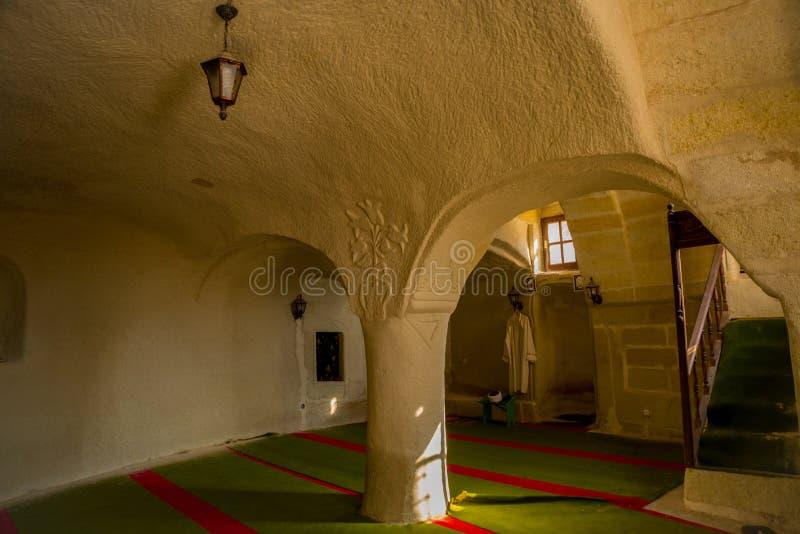 CAVUSIN, ΤΟΥΡΚΙΑ: Εσωτερικό του ναού Αρχαία εκκλησία στο βράχο, Cavusin κοντά σε Goreme σε Cappadocia στοκ εικόνες με δικαίωμα ελεύθερης χρήσης
