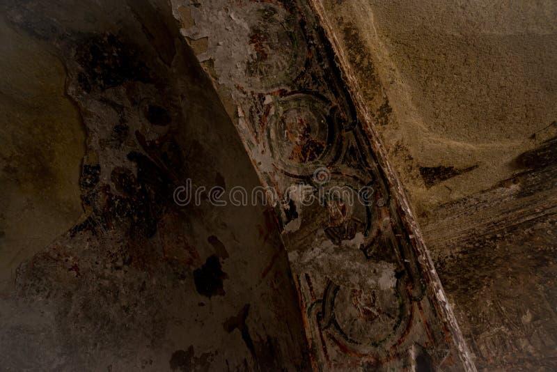 Cavusin-Dorf, Cappadocia, die Türkei: Nach innen von der Kirche von Johannes der Baptist, Cavusin-Festung Innenraum des Tempels lizenzfreies stockbild