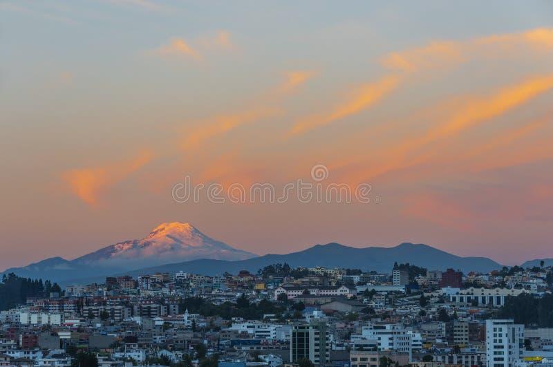 Cayambe-Vulkan in Quito, Ecuador lizenzfreie stockfotos