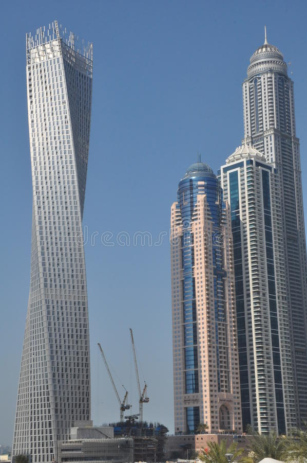 Cayan Tower em Dubai, UAE imagem de stock