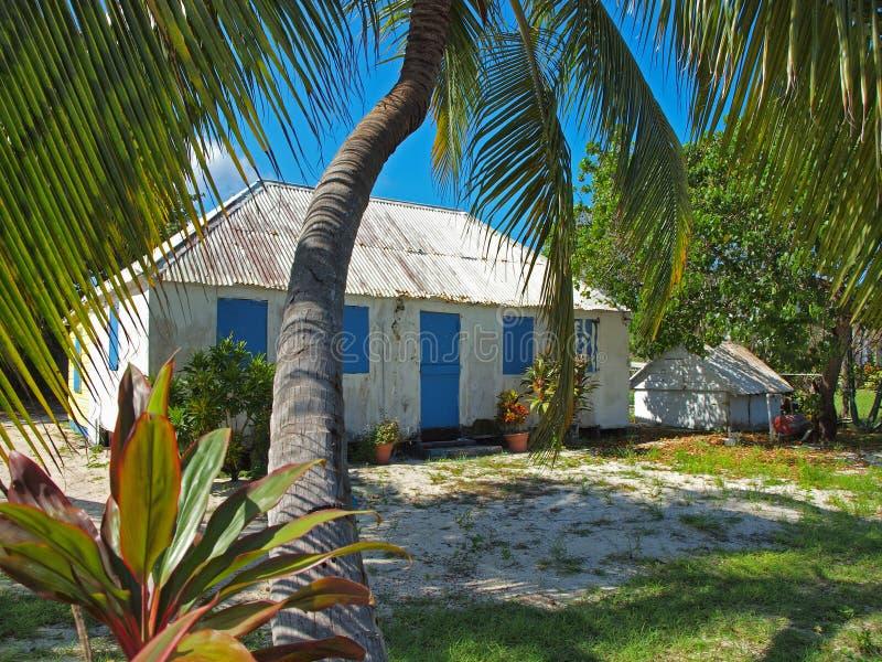 Cayman Islands bringen unter und arbeiten im Garten stockfoto
