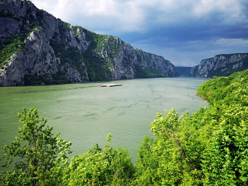 Cazanele Dunarii Danube jar między Serbia, Rumunia i Kazan wąwozem - obrazy royalty free