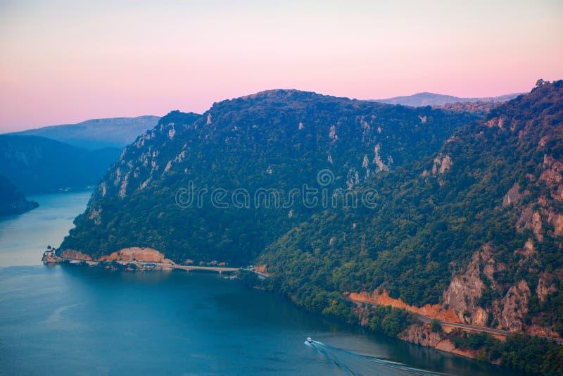 Cazanele Dunarii landskap royaltyfria bilder