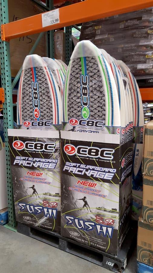 CBC Surfboard pakunku Miękki suszi na pokazie Wśrodku przy Costco zdjęcia stock