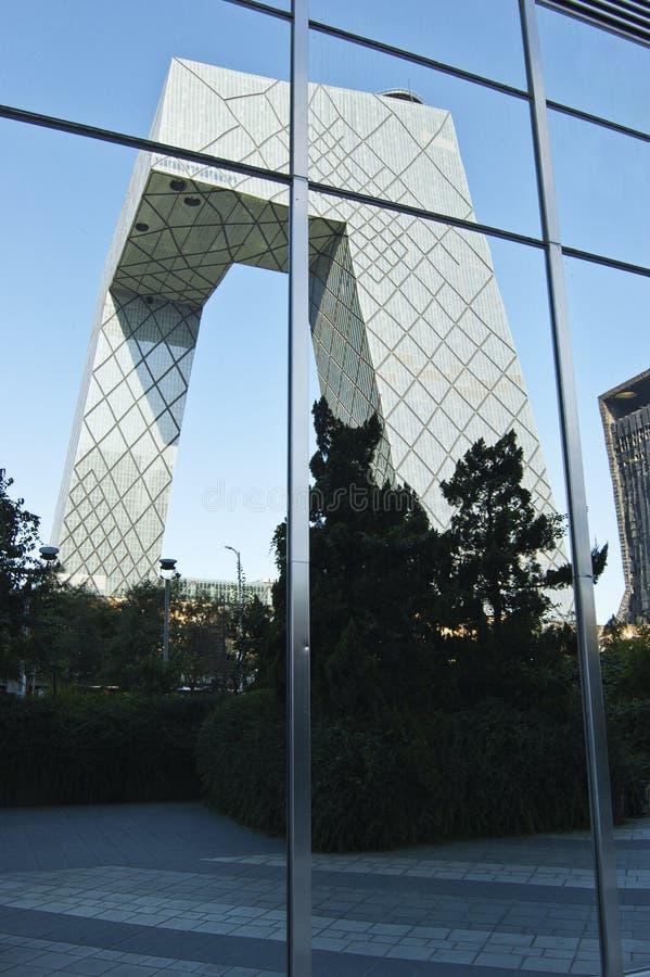 CBD-Beijing - torre do CCTV no espelho imagem de stock