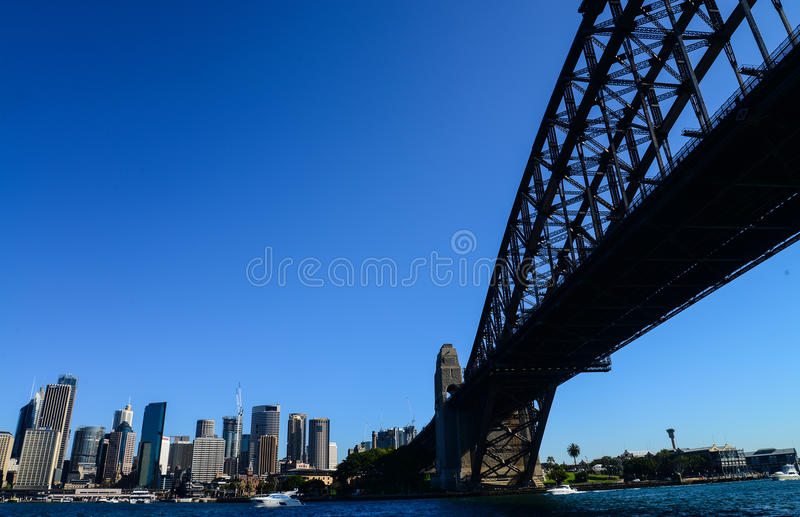 CBD e Sydney Harbour Bridge dal traghetto fotografie stock