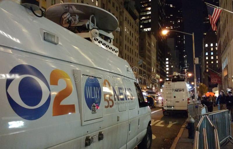 CBS 2 New York, WLNY-de Bestelwagen van het de Uitzendingsnieuws van TV, NYC, de V.S. stock foto