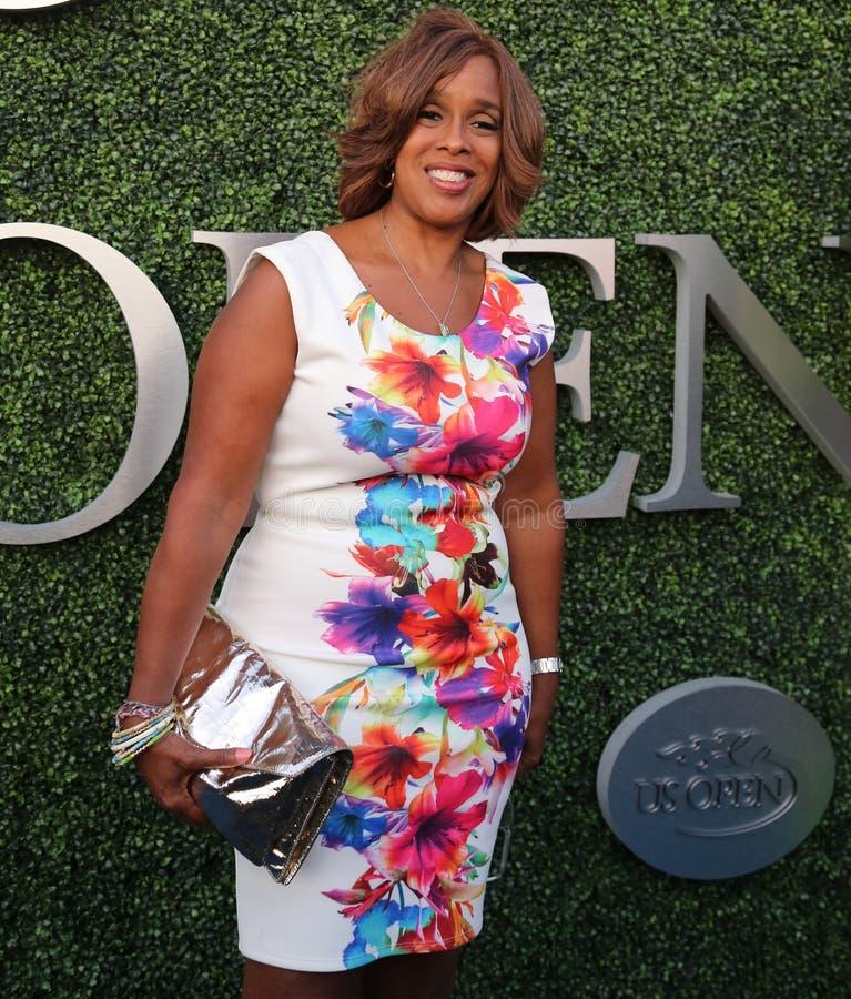 CBS zakotwicza Gail królewiątko uczęszcza us open tenisa 2015 dopasowanie między Serena i Venus Williams zdjęcia stock