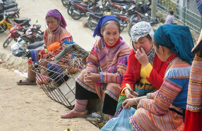 CCB ha, LAO CAI, VIETNAM - le 8ème, décembre, bétail du marché de Bac Ha, ceci est le plus grand marché aux bestiaux de la provin photos stock