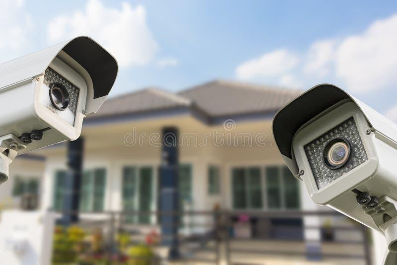 CCTV家运行在房子的照相机安全 免版税库存图片