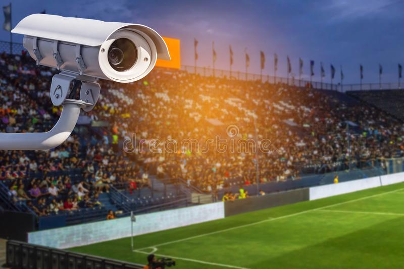 CCTV或闭路电视在体育场监视器操作的保安系统 免版税库存图片