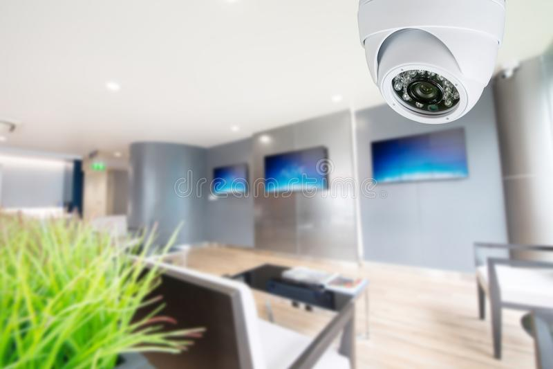 CCTV监测您的地方的安全监控相机 免版税库存照片