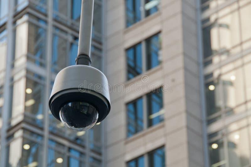 CCTV监视安全圆顶照相机在市中心 免版税库存照片