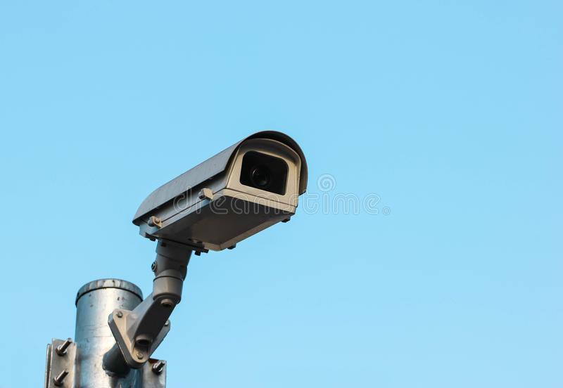 CCTV, câmara de segurança na cidade imagens de stock