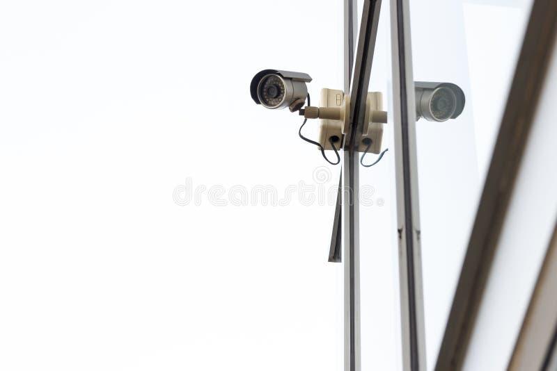 Cctv-Kamera auf weißem Hintergrund stockbild
