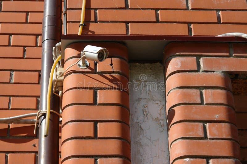 CCTV kamera bezpieczeństwa na ściennym outside fotografia royalty free