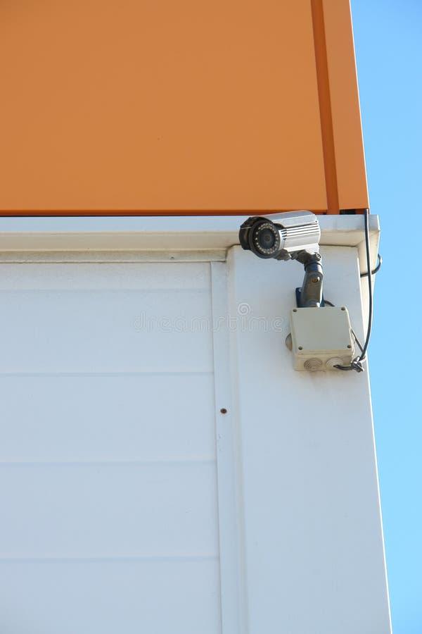 CCTV kamera bezpieczeństwa na ściennym outside obraz royalty free