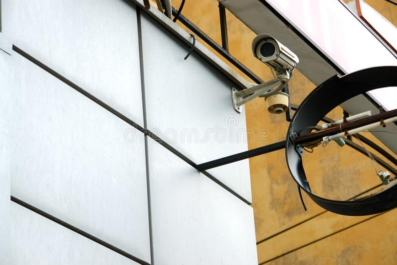 CCTV kamera bezpieczeństwa na ściennym outside zdjęcia royalty free
