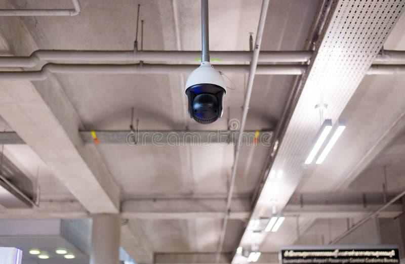 CCTV na construção no terminal de aeroporto, monitor da câmara de segurança fotografia de stock