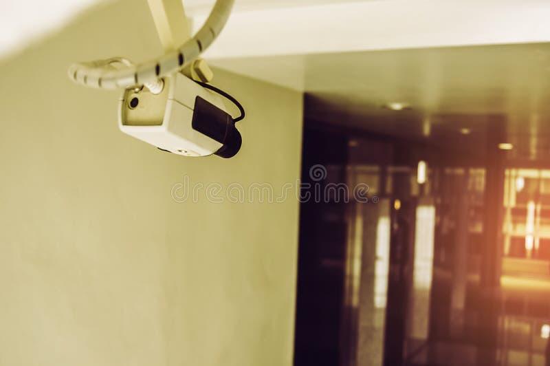 CCTV na construção para proteger a propriedade e para assegurar a segurança máxima para residentes fotografia de stock